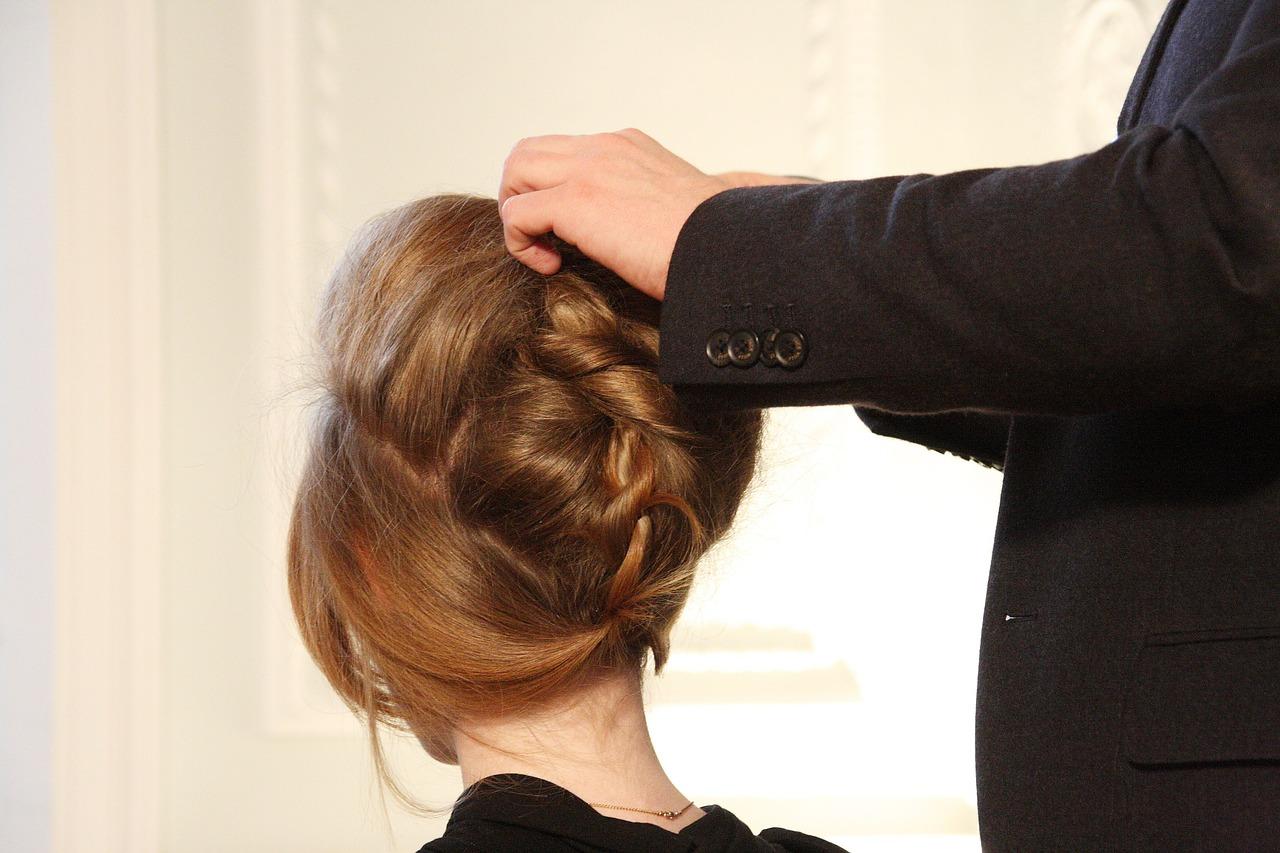 Czy warto korzystać z usług mobilnej fryzjerki?