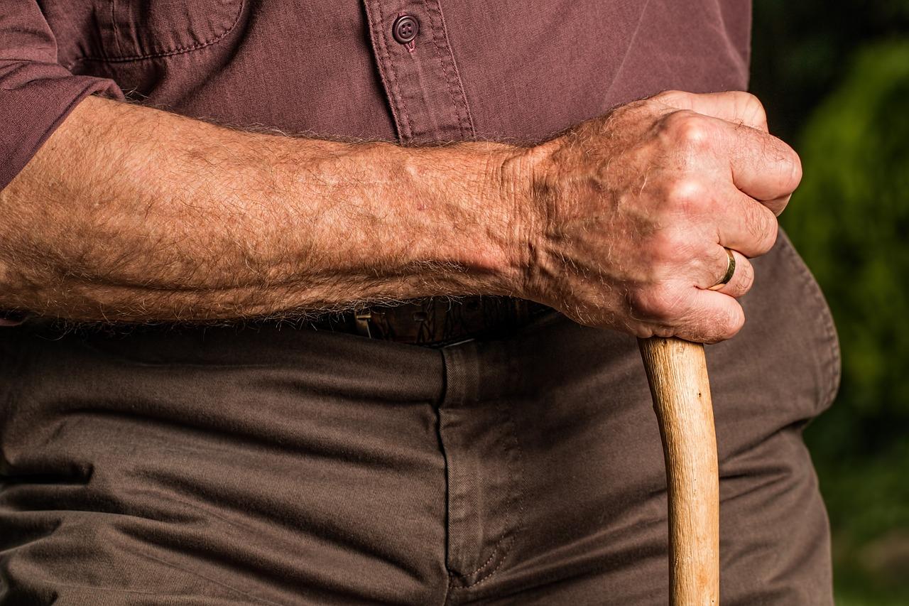 Z czym wiąże się opieka osób starszych?