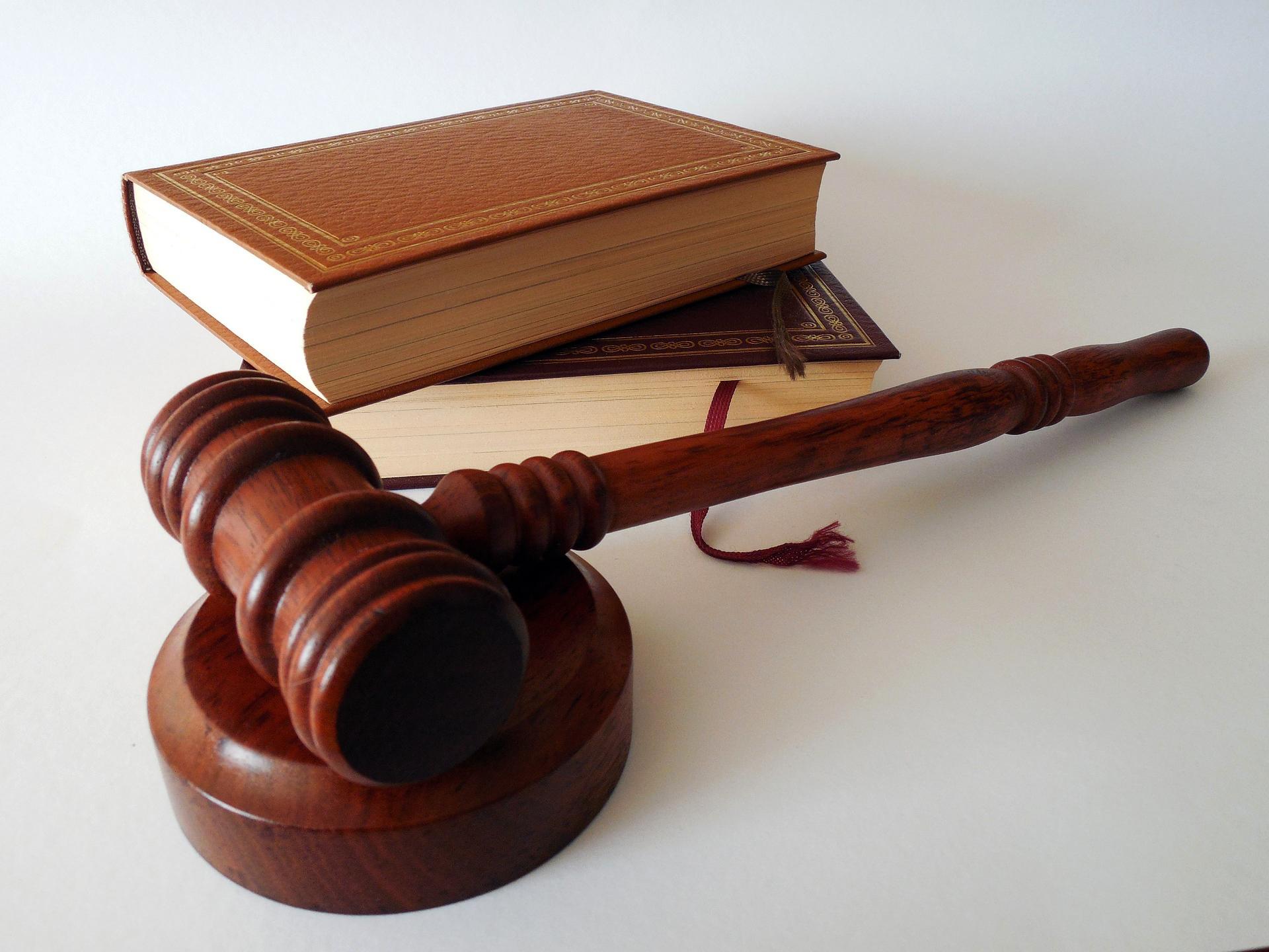 Prawnik, radca prawny czy adwokat?