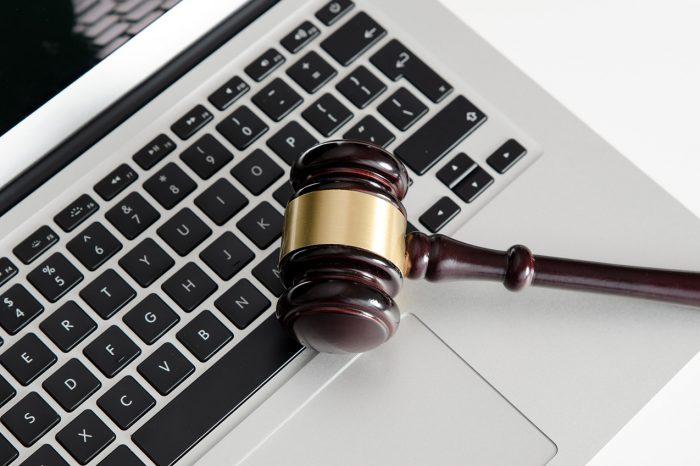 Skorzystaj z porady prawnej przez internet